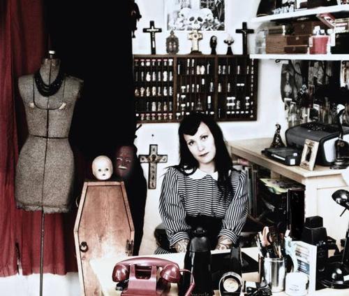 Curiosities-Liz-2006